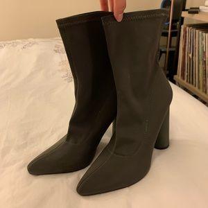 CAPE ROBBIN: Sock Booties, Army green